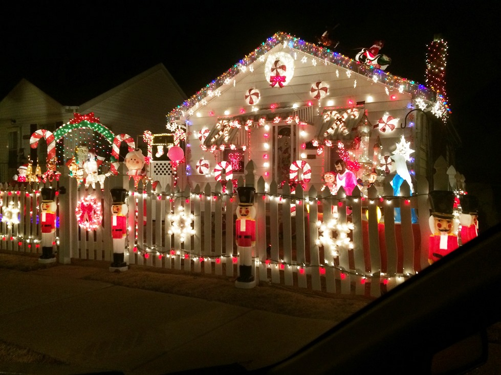 And the winners of the Holiday Lighting Contest are: