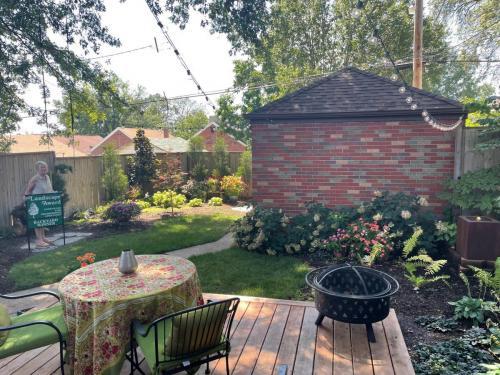 2021 TIE: Best Back Yard Lawn and Garden Winner Patti Seagrave